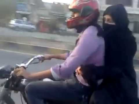 wheeling - Boy from Sialkot wheeling on the bike Amazing video for more videos goto http://www.jalaybi.com.