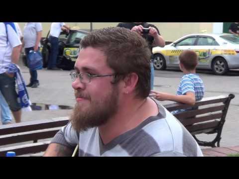 Дмитрий Боровиков поет на СОветской в Бресте 5