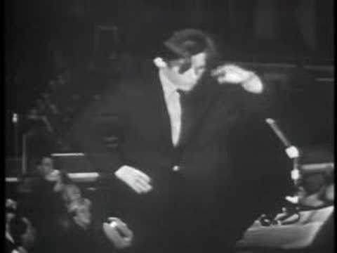 Maureen Forrester sings Mahler's Urlicht with Glenn Gould conducting.