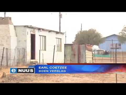 Brandstofselle voorsien dorpie van krag / Village relies on fuel cells for power