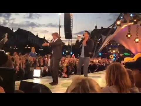 TROS - Jan Smit, Victor Reinier bij opnames Flikken Maastricht & Tros Muziekfeest, Beeld via Facebook (cc-by)