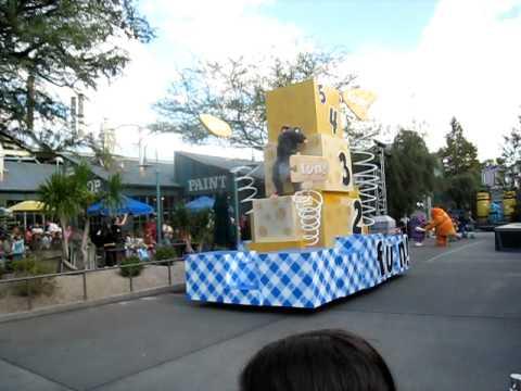 Video Pixar Pals Countdown to Fun Parade - Dec. 1, 2011 (Disney Hollywood Studios) download in MP3, 3GP, MP4, WEBM, AVI, FLV January 2017