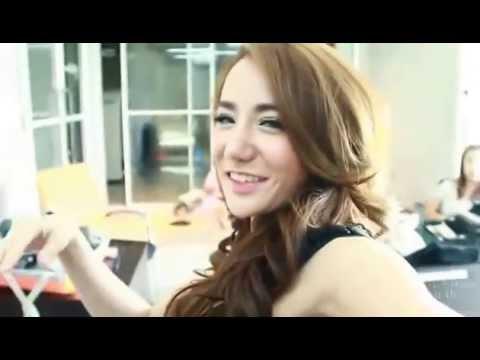 หลินหลิน GND 2014 by 138.com จูงมือคุณมุดเข้าห้องเก็บตัวสาวข้างบ้าน  FHM Thailand (видео)