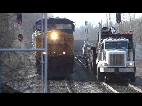 Грузовики CSX Train & Peterbilt Truck