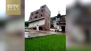 لحظة سقوط مبنى من 3 طوابق في الصين