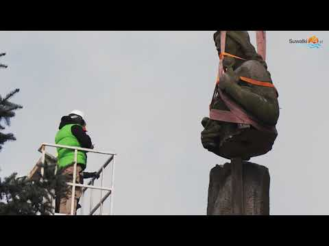 Koniec PRL-owskiego pomnika. Była w Sejnach Matka Polka i ją rozebrali