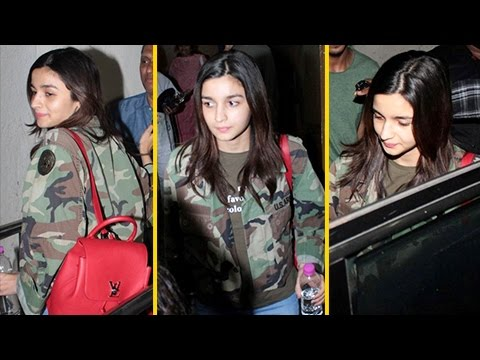 Alia Bhatt SPORTS A Cool Look, SPOTTED Watching A