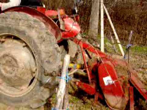 Frezanje - traktor vozi frezu i nece vuzgati kardan je puko.
