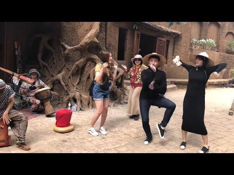 Hari Won nhảy điệu dân tộc cùng mẹ chồng, em chồng và Trấn Thành - Thời lượng: 1:10.