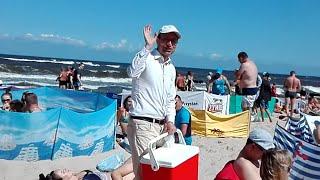 Mistrz tekstów na plaży w Mielnie! Gdy ci dziecko sprawia mękę, galaretkę wsadź mu w rękę :D