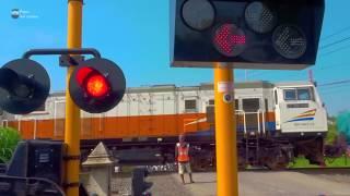 Video Palang Kereta Api Baru Perlintasan KA Brumbung Demak MP3, 3GP, MP4, WEBM, AVI, FLV Januari 2019