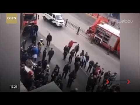 Τεράστια τρύπα «καταπίνει» λεωφορείο στην Κίνα | 14/01/2020 | ΕΡΤ