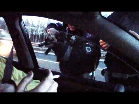ГАИшник с автоматом напал на журналиста ДК