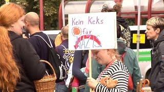 Neonazis rufen zum Sturm auf Themar: Die Kleinstadt in Südthüringen ist Schauplatz eines Rechtsrock-Konzerts mit tausenden Besuchern. Die 3000-Einwohner-Gemeinde hatte sich vor Gericht vergeblich für ein Verbot eingesetzt. Ein breites Bündnis hat zum Protest aufgerufen.