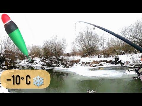 Pescuit la PLUTĂ pe un mic PÂRÂU - Zone SĂLBATICE și FRIG la mijlocul iernii - Ianuarie 2021