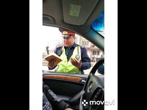 Фотогеничный казахский полицейский