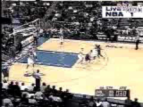 Pat Garrity buzzer beater vs Washington in 2000