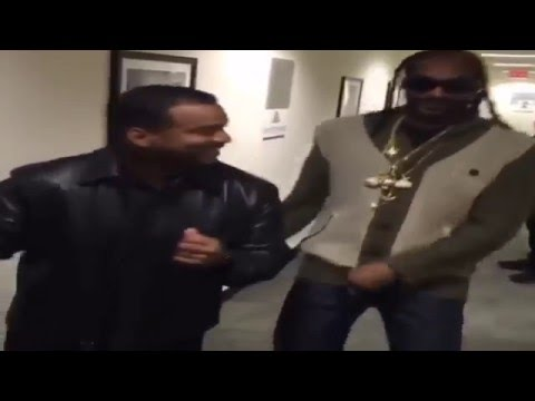 Alfonso Riberio teaches Snoop Dogg 'The Carlton'