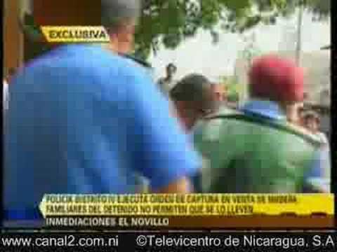 pelea de policias con familia nicaraguense