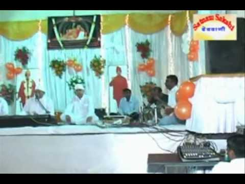 Sindhi Bhagat Mandali - This Sindhi Song video is live singing performance by Bhai Dilip & Bhai Dilip from Sindhi Bhagat Mandli known as Balak mandli from Katni. This Krishna Bhakti...