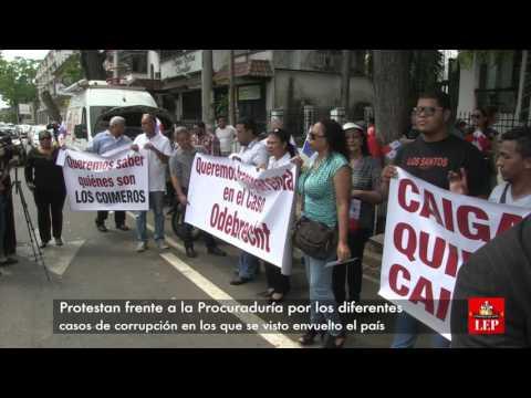 Panameños protestan para exigir transparencia en el caso Odebrecht