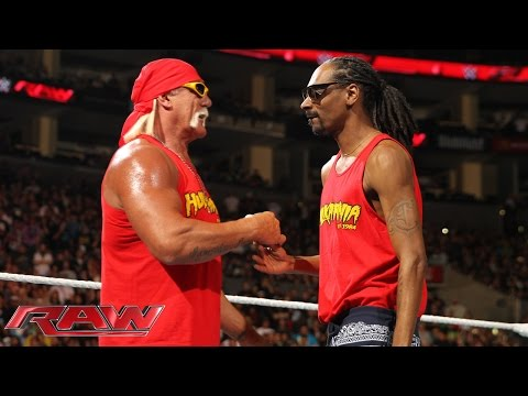 Snoop Dogg teams up with Hulk Hogan during Raw