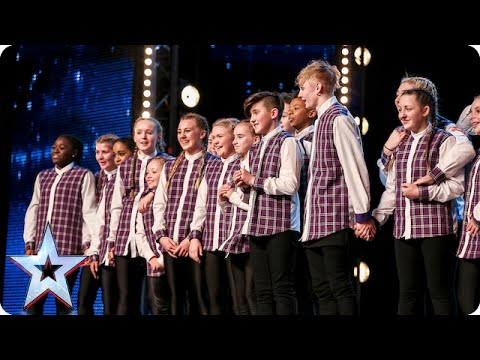 Thêm 1 tiết mục nhận nút vàng của Got Talent Anh 2015. Cả khán phòng như  dậy sóng :)