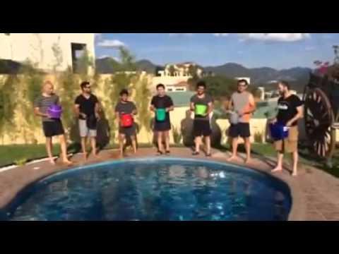 Jesús Adrián Romero acepta el Reto Ice Bucket Challenge