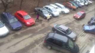 Само една ЖЕНА може да паркира така!!