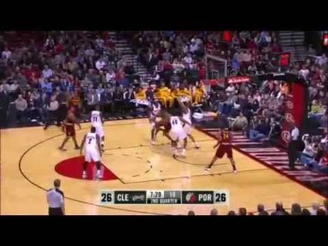 Kurt Thomas blocks Tristan Thompson twice