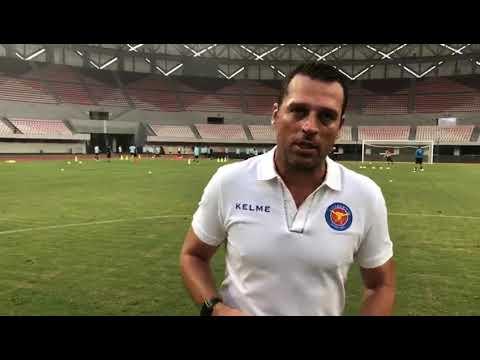 Homenagem aos treinadores brasileiros pioneiros no futebol chinês