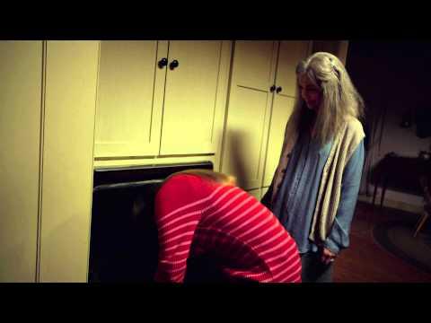 The Visit - Extrait : Becca nettoie le four (VOSTFr)