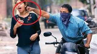 Video Top Chain Snatching incidents In India Caught In CCTV MP3, 3GP, MP4, WEBM, AVI, FLV Januari 2019