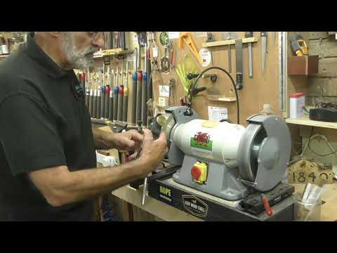 Woodturning - How To Reshape a Gouge to a Fingernail Grind
