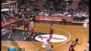 Basketbol Milli Takım 12 Dev Adam'dan Fransada Tony Parker'e ragmen muhteşem zafer: 78-80 Saint Benoit'nın gururu Engin Atsür'den harika performans.