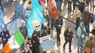 Les irlandais manifestent contre la facturation de l'eau