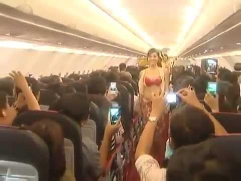 Vietnam Airline Bikini Show - VietJet Air Fined for in-Flight Bikini Show (видео)