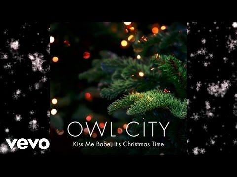 Tekst piosenki Owl City - Kiss Me Babe It's Christmas Time po polsku