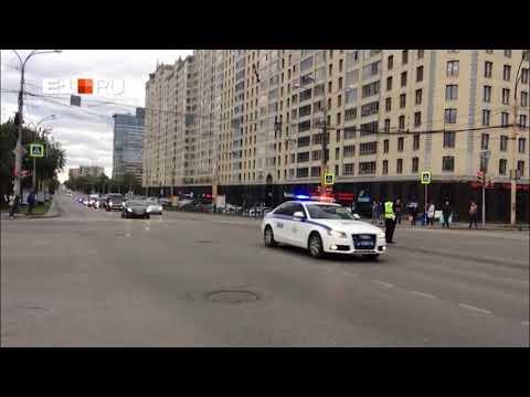 В Екатеринбурге сняли на видео кортеж генпрокурора России Юрия Чайки, состоящий из 23 машин