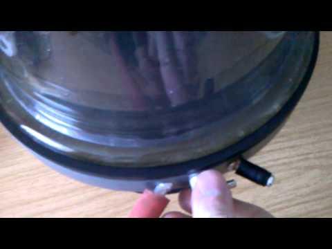 Vakuumpumpe an Glasglocke - erster Test