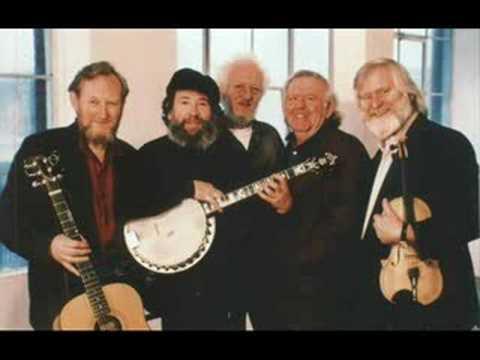 Tekst piosenki The Dubliners - Ta an Coileach Ag Fogairt an Lae po polsku