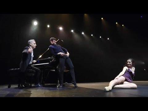 «Μονομαχία» επί σκηνής: Πιάνο εναντίον… χορού