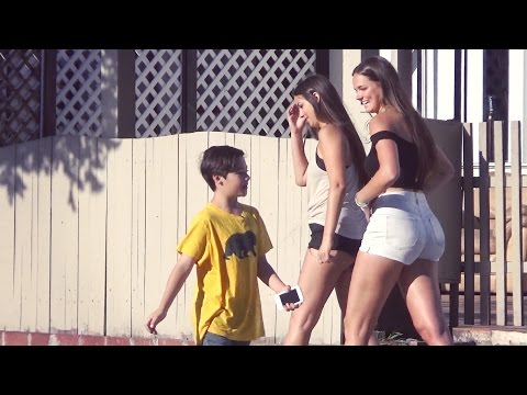 11 YEAR OLD PICKING UP GIRLS (видео)