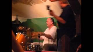 Video Kroužíš - písnička, kterou jsme udělali s Lucií Trávovou