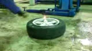 накачиваем колесо при помощи бензина