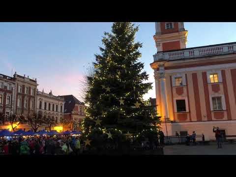 Wideo1: Rozświetlenie choinki na leszczyńskim Rynku