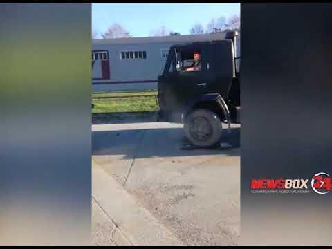 Во Владивостоке злостный алиментщик не дал приставам арестовать свой КАМАЗ