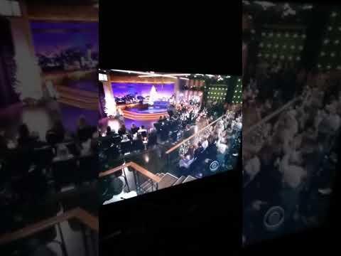 Харри Стилес Талкс абоат киссинг Джамес Корден Лате Шов