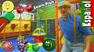 Aprende la Frutas con Blippi Español | Video Educacional para Niños sobre Patio de Juegos Interior