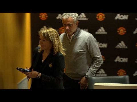 José Mourinho press conference lasts just 10 seconds after Manchester United win (видео)